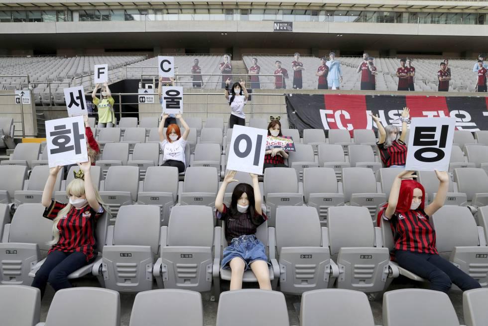 Equipo coreano se disculpa por usar muñecas sexuales como hinchas en su estadio