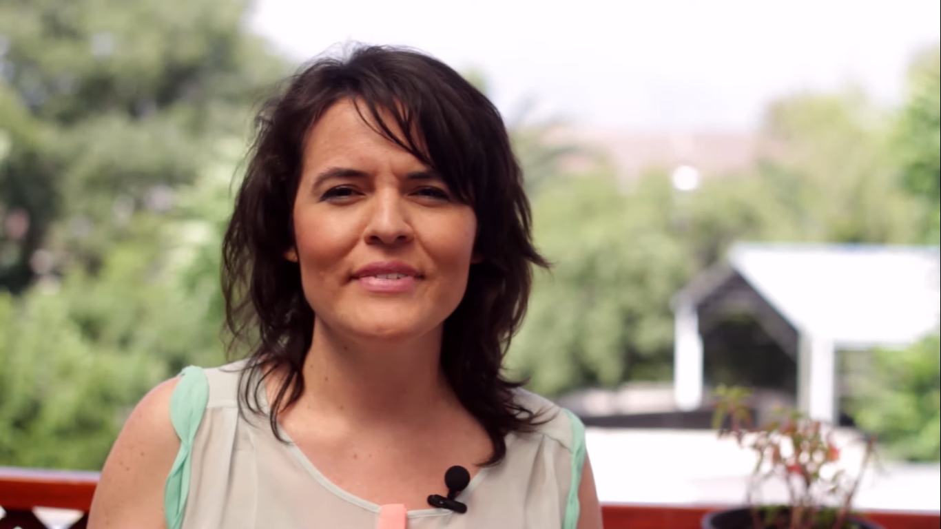 """Natalia Espinoza, miembro del G100: """"Chile tiene la capacidad de endeudarse más y hay que apretar ese botón"""""""