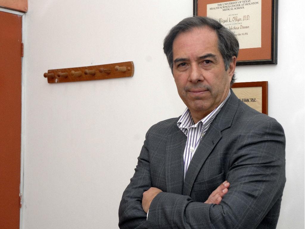 """Doctor Miguel O'Ryan asegura que pausa en desarrollo de la vacuna de AstraZeneca """"no la bota"""""""