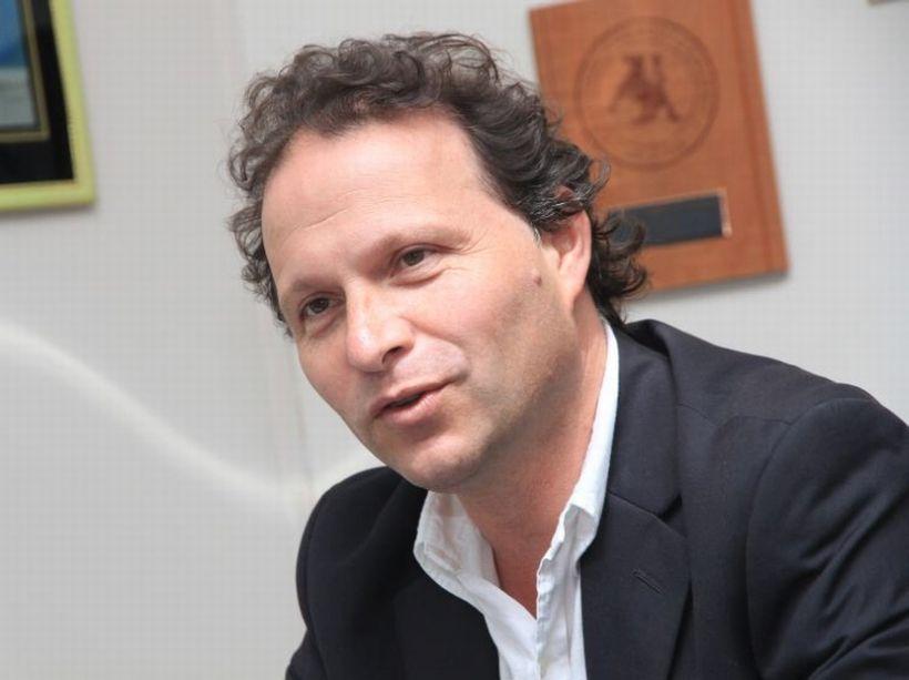 """De Urresti asegura que """"Briones es un ministro que ya está en el banco"""" y que proyecto de 10% del Gobierno """"es una triquiñuela"""""""