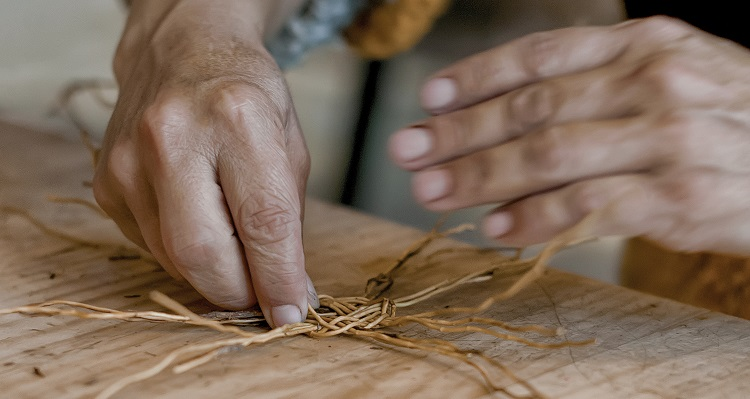 """Claudia Hurtado de Fundación Artesanías de Chile: """"Sin artesanía perderemos parte del patrimonio del país"""""""