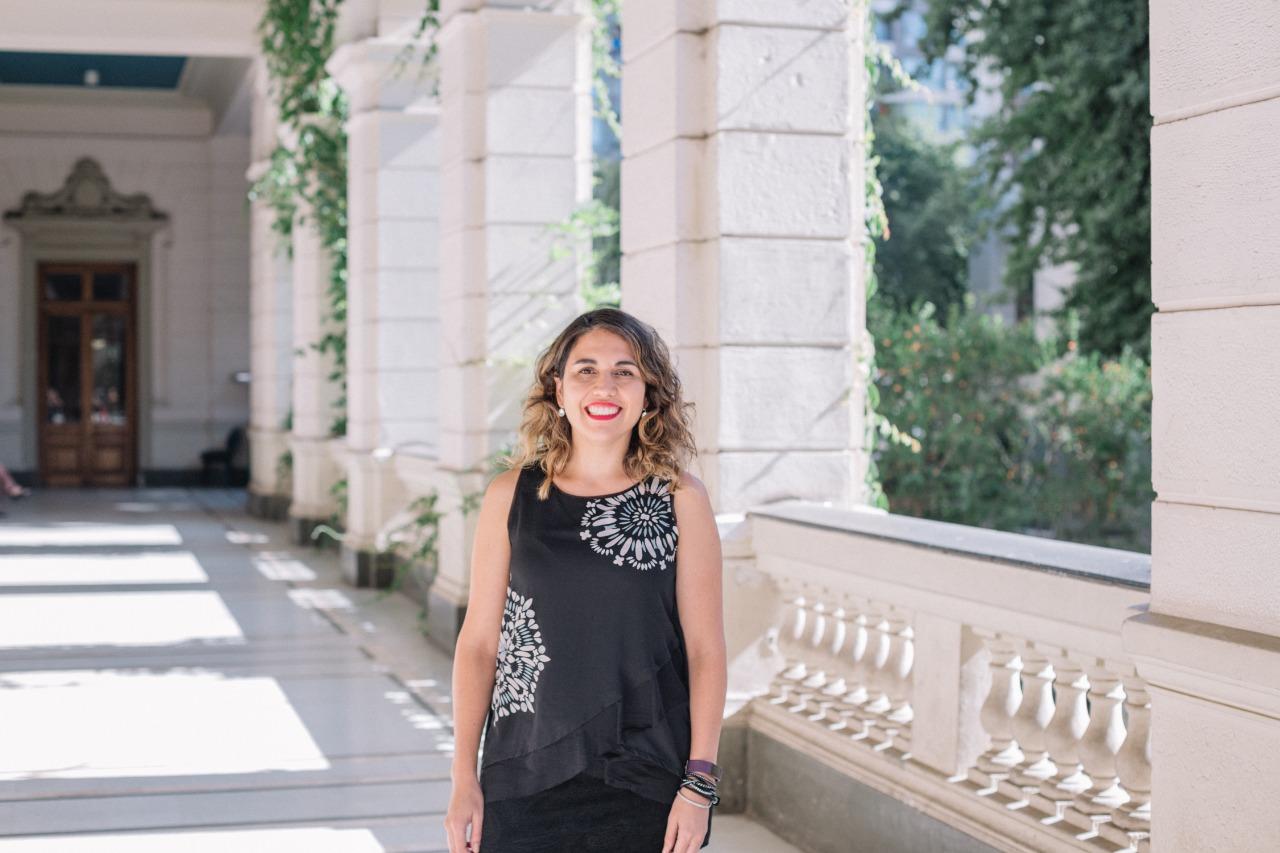 """Bárbara Poblete del IMFDChile : """"Tenemos que informarnos de distintas fuentes y desarrollar nuestro pensamiento crítico"""""""