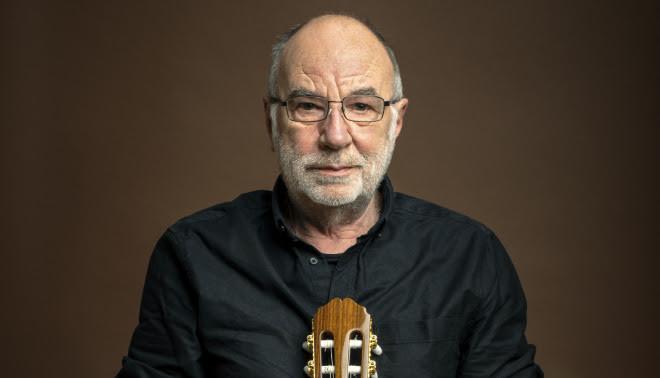 """Conversamos con Eduardo Gatti sobre los 50 años de Los Momentos: """"En la izquierda decían que una guitarra eléctrica era un instrumento imperialista"""""""