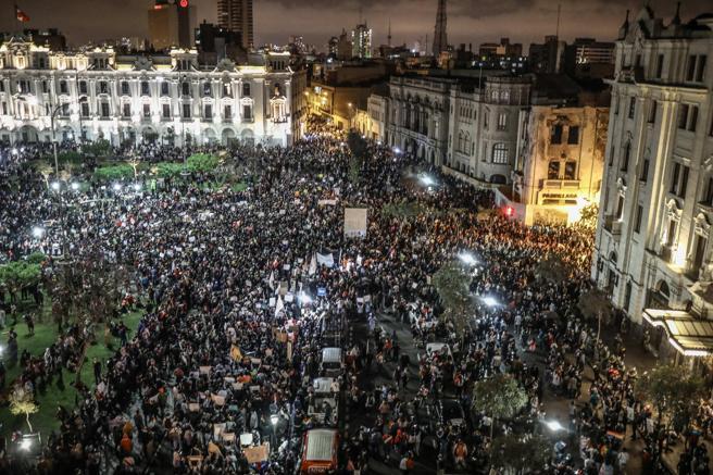 "Analista peruano por crisis política: ""Tenemos un país acéfalo"""