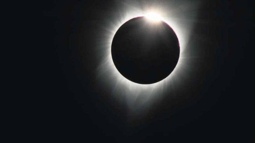 """Ministra Valdés explica qué significa el eclipse para los pueblos originarios: """"es una irrupción de la regularidad"""""""