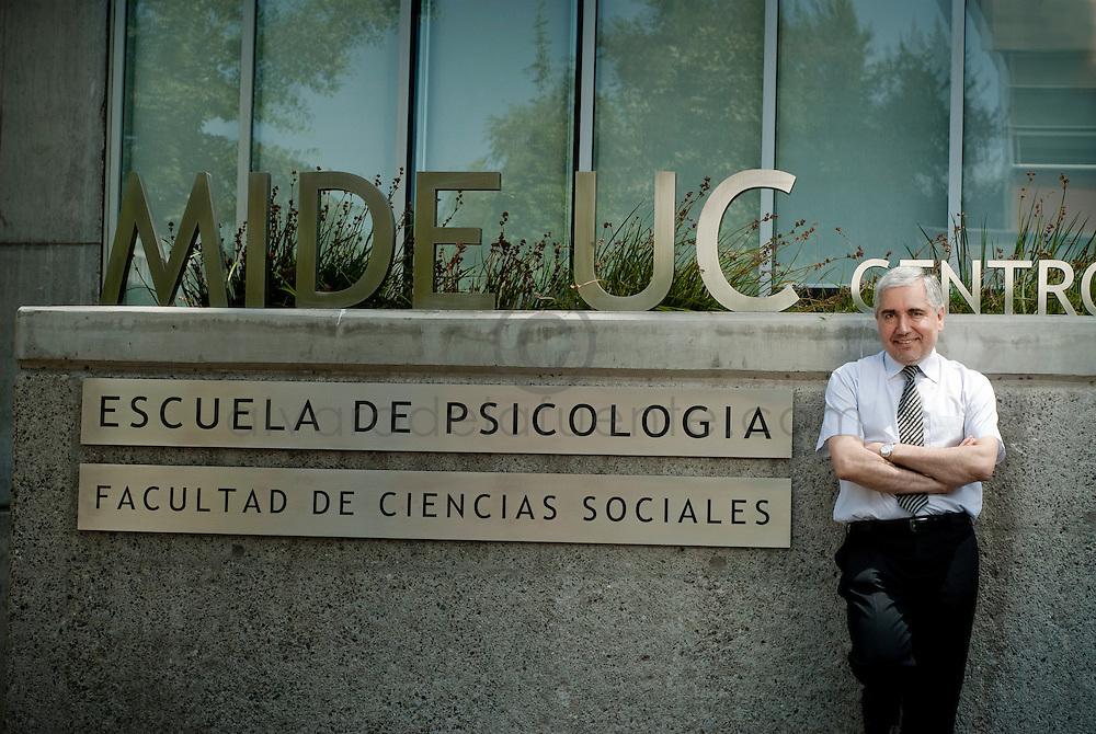 """Psicólogo Jorge Manzi por fiestas clandestinas: """"La juventud no percibe el riesgo como las personas mayores"""""""