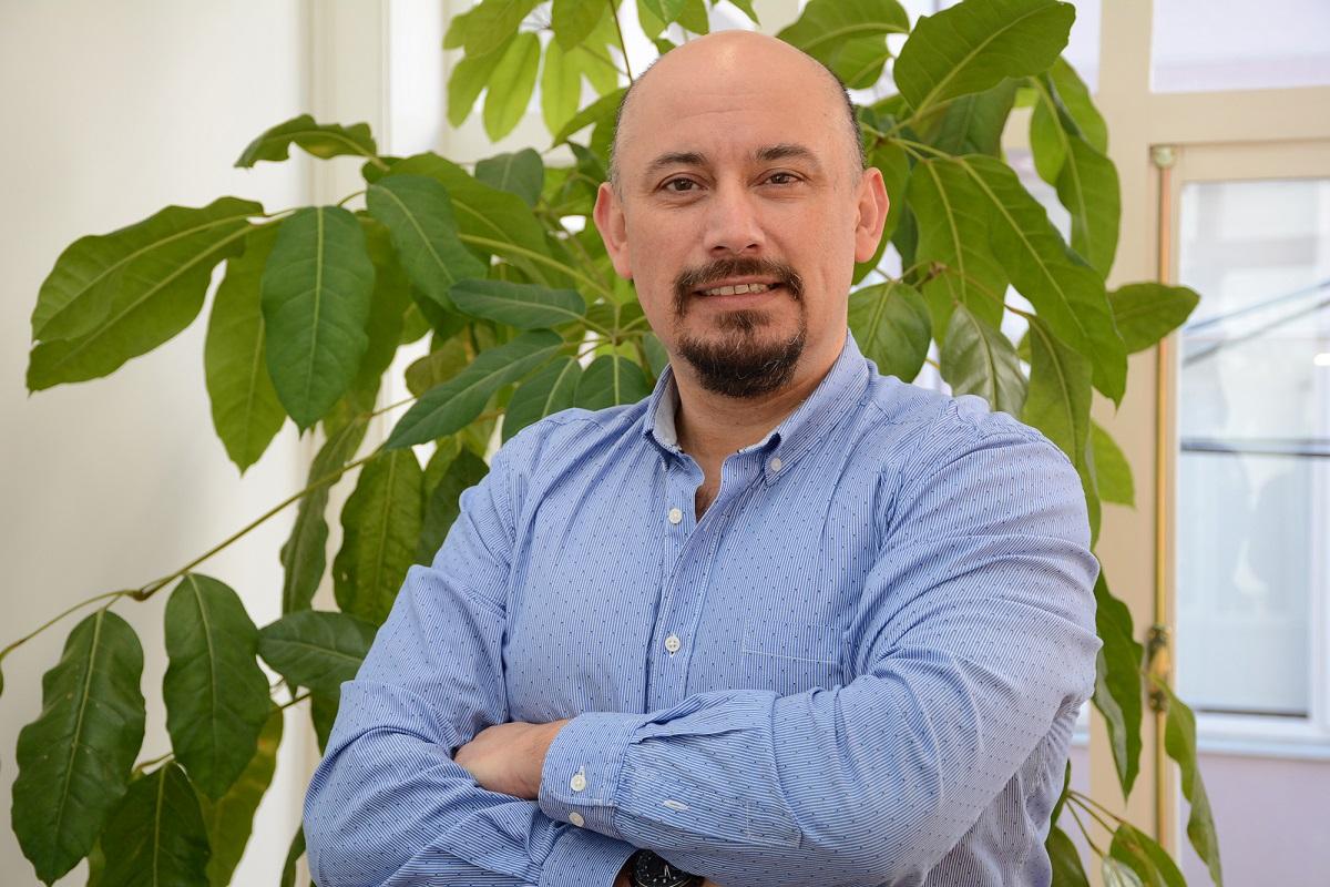 Conversamos con el doctor Luis Vargas Chacoff sobre el desarrollo de la investigación y el arte en la Universidad Austral