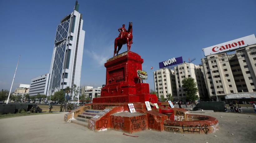 """Urbanista Luis Bresciani y remoción de la estatua de Baquedano: """"estamos enfrentados al debate del destino de Plaza Italia"""""""