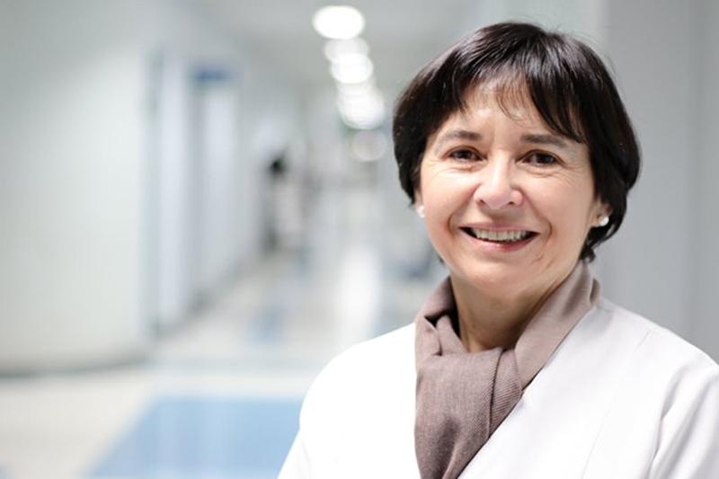 """Doctora Jeannette Dabanch: """"Las nuevas variantes del virus son capaces de evadir las defensas introducidas por las vacunas"""""""