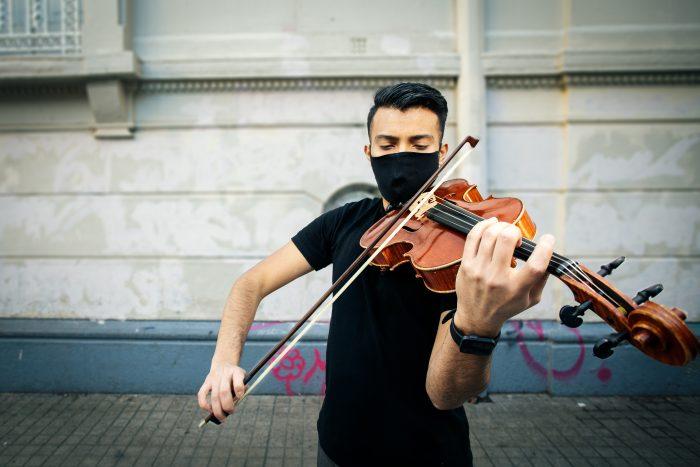 Treinta músicos refugiados y migrantes en Chile lanzan canción para contar su historia de integración en el país
