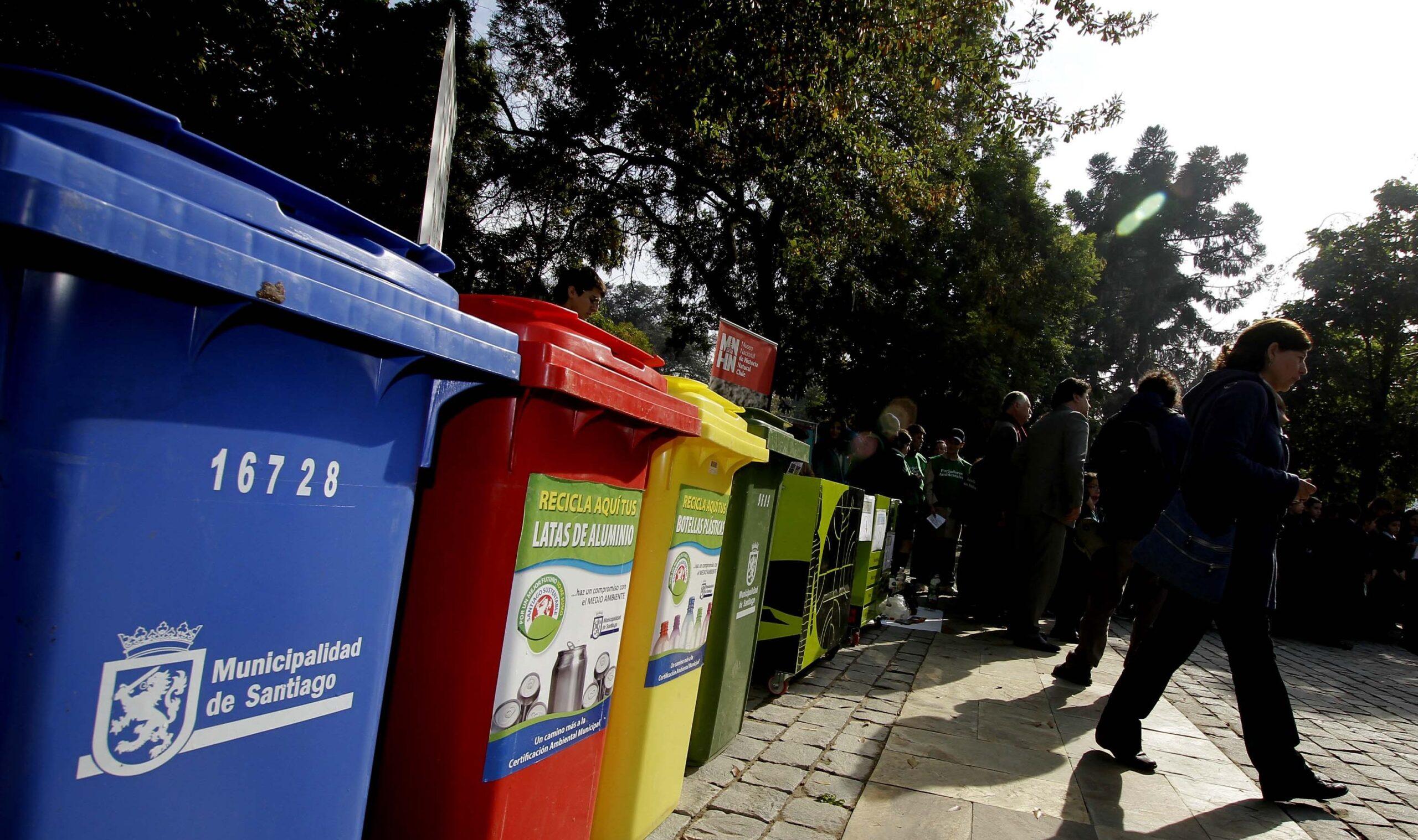 """Nicolás Levi, experto de la USM: """"Chile es el país que menos recicla de la OCDE"""""""