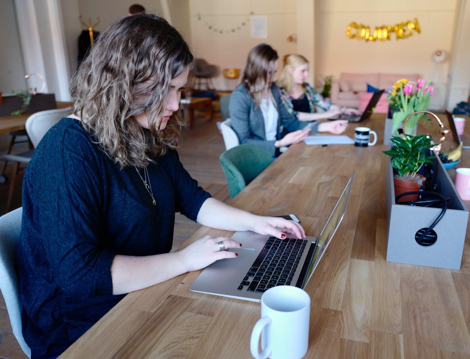 Universo Tecnológico Cap. 18.  Solo el 30% de los profesionales que hoy trabajan en tecnología son mujeres